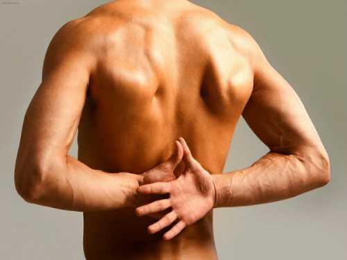 Болит посередине спины