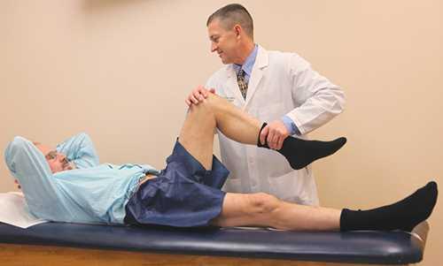 В этом случае у больного наблюдается частичные повреждения связок, при которых имеет место растяжение и разрыв сухожилий, но в большей мере, нежели при легкой стадии