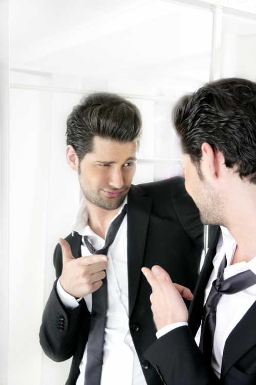 Если же в паре оба человека имеют признаки нарциссизма, начинается неустанная борьба характеров эти люди будут соревноваться друг с другом абсолютно во всем, при этом столь напряженные отношения вряд ли продлятся долго